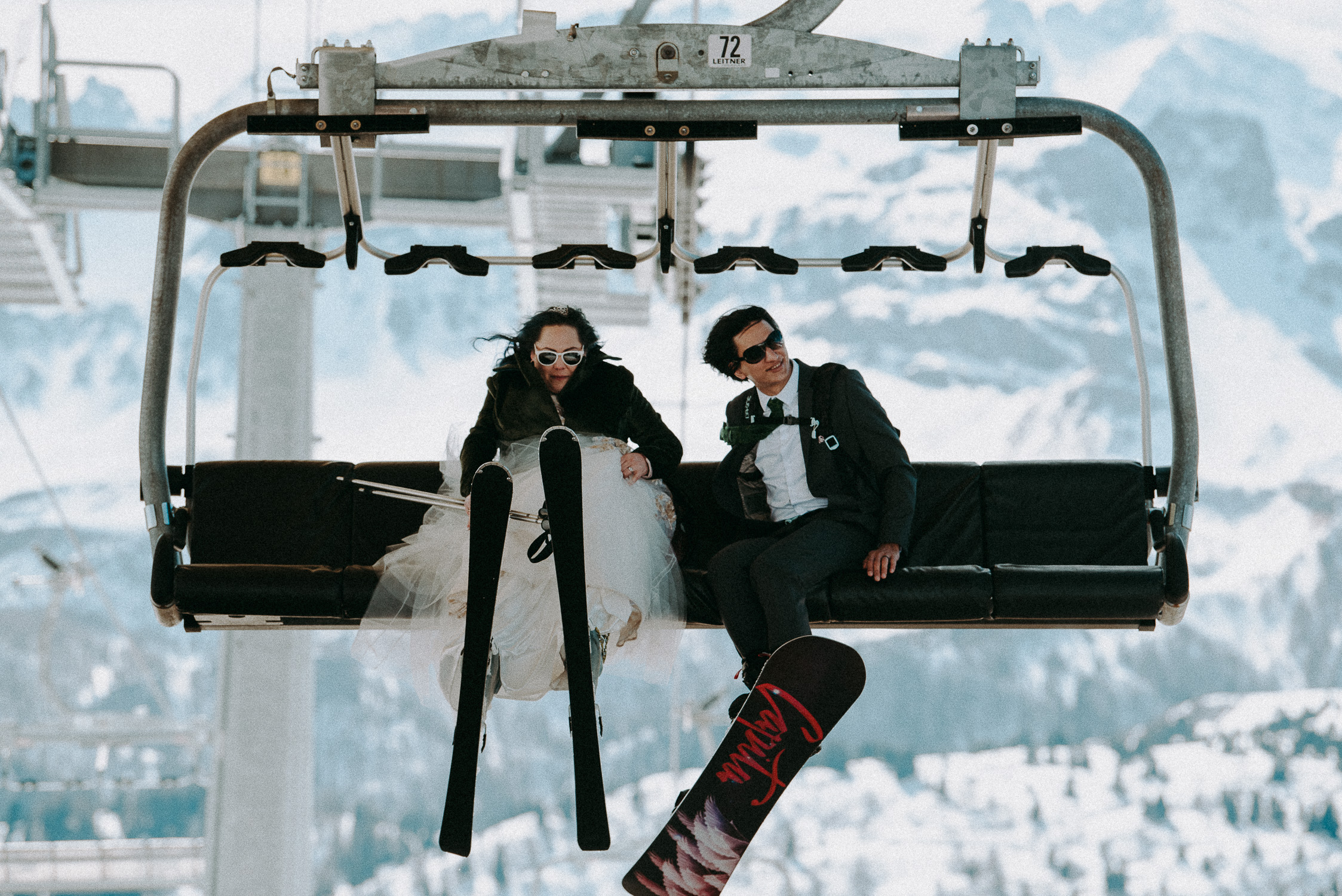 Intimate and simple wedding on skis